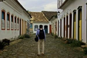 Victor paseando por Paraty