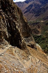 Camino de bajada hiking cañón del Colca