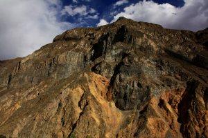 Perfil de rocas volcánicas cañon del colca