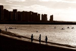 Jugando en la playa Fortaleza