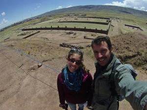 Desde la colina, abajo Tiwanaku