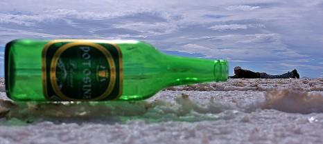 Victor dentro de una botella