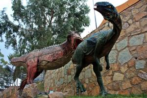 Dinosaurios deprendandose entre ellos
