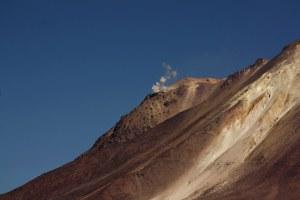 Volcan Ollague humeando