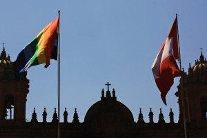 Bandera andina y bandera perú