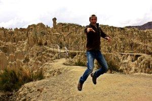 Saltando en el Valle de la Luna, Bolivia