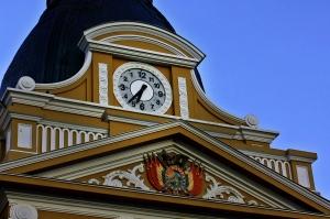 Reloj con giro antihorario, Bolivia