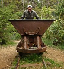 La vagoneta y Victor Karangahake reserve