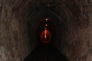 Tunel ferroviario minero