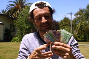 Victor con dinero