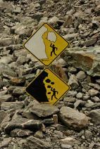 Peligros de desprendimiento de rocas y hielo