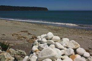 piedras con deseos inscritos